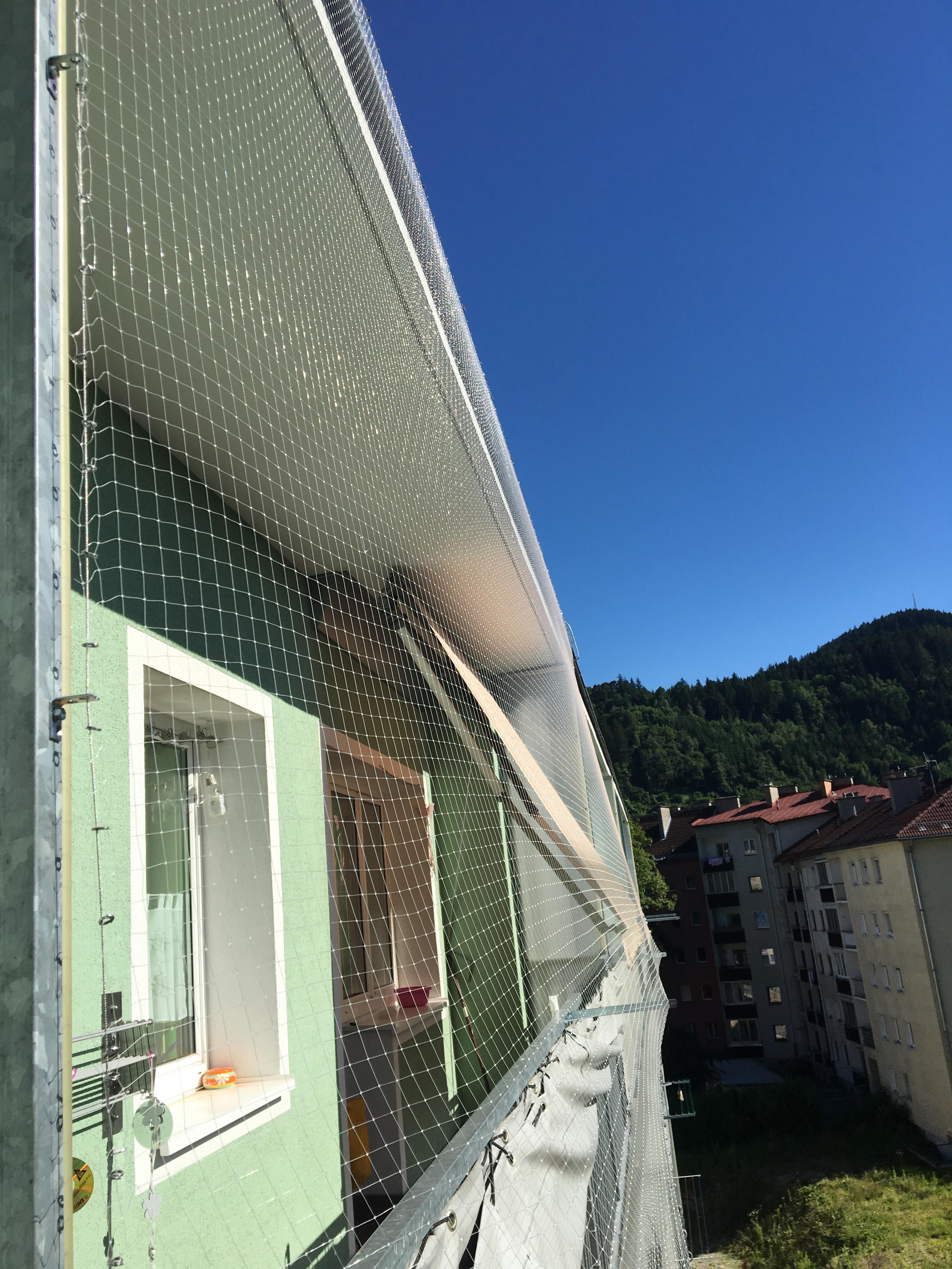vogelschutzgitter am balkon haus